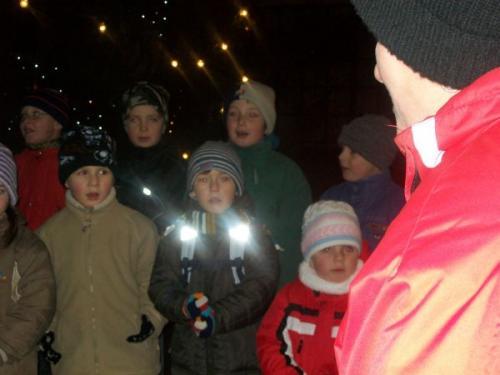 Vystoupení urozvícení vánočního stromečku abetlému vNečtinech 5.12.2009