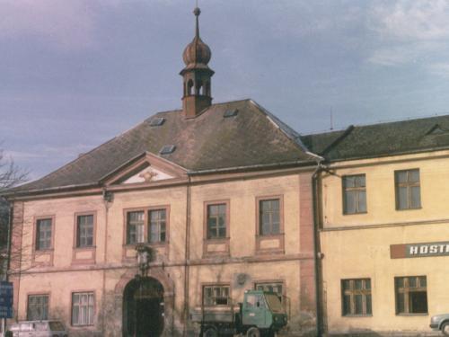 Bývalá radnice nanávsi, dnes hostinec Naradnici (před rekonstrukcí)
